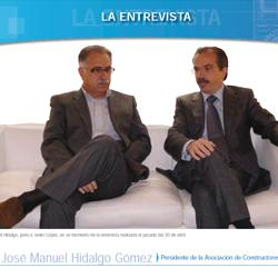 Fotografía de portada de la entrevista de HispaColex a José Manuel Hidalgo Presidente de la Asociación de Constructores de Granada en la que aparece él y el director de HispaColex Javier López y García de la Serrana