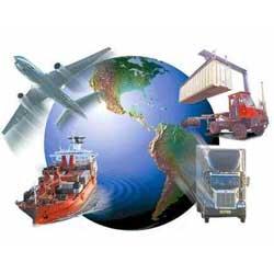 La imagen muestra una bola del mundo de la que salen un avión, un barco, un camión y un trastor en referencia al delito en el ámbito comercial