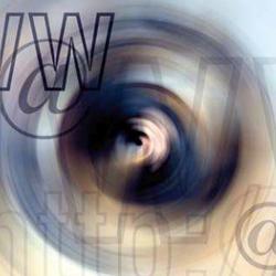 """La imagen muestra una especie de ojo y a su alrededor aparecen salteadas las letras """"www"""" """"http"""" y el signo """"@"""" en referencia a los informes de la Agencia de Protección de Datos"""