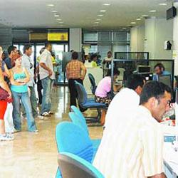 Fotografía de las oficinas de la seguridad social en plena actividad. La imagen hace referencia a la nueva reforma de la Seguridad Social