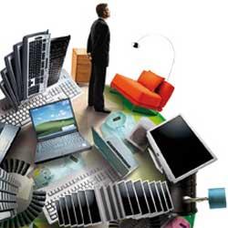 La imagen muestra una bola del mundo llena de objetos que pertenecen al material de una empresa y junto a ellos un empresario en relación reinversión en activos de la empresa
