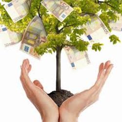 La imagen muestra un arbol que nace de unas manos y de él brotan billetes de cinquenta euros en relaación con las ayudas y subvenciones a los empresarios