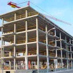 Fotografía de un edificio en construcción en relación con la falta de beneficio en la venta de viviendas por su alto coste