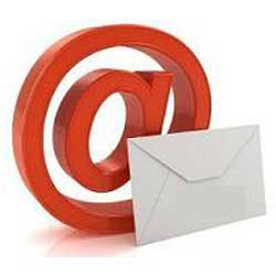 La imagen muestra el simbolo de @ y junto a él un sobre blanco en referencia al uso sindical del correo electrónico del email en el trabajo