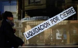 """Fotografía de un escaparate de una tienda en el que pone """"Liquidación por cierre"""". La imagen está relacionada con el concurso voluntario para empresas"""