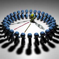 La imagen muestra un grupo de personajes hechos por ordenador y situados en circulo, en el centro de este circulo hay uno de estos personajes dirigiendo al resto en relación con las operaciones vinculadas