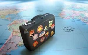 La imagen muestra una manela ubicada sobre una bola del mundo artificial. La imagen hace referencia al viaje combinado y su incumplimiento