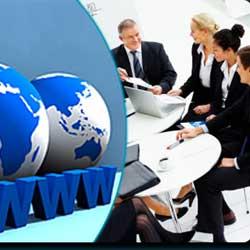 """La imagen muestra en su mitad derecha un grupo de empresarios reunidos y en su parte izquierda dos bolas del mundo y bajo ellas """"www"""" en referencia a la defensa judicial de la empresa en lo referente a su imagen pública"""