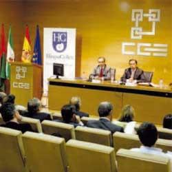 La fotografía muestra un congreso de HispaColex sobre la reforma laboral en el que aparecen como ponentes el director de HispaColex de Granada y el de Huelva