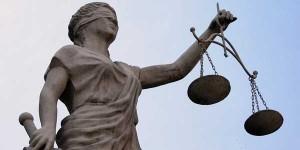 Fotografía de una estatua que sujeta una balanza de la justicia en referencia a las personas jurídicas y su responsabilidad penal