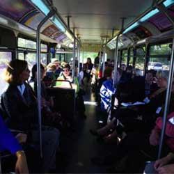 Fotografía del interior de un autobus en relación con la cobertura del seguro obligatorio de viajeros