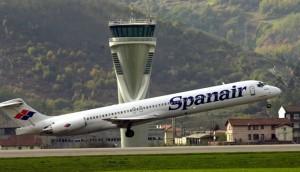 Fotografía de un avión de Spanair despegando. La imagen está relacionada con el concurso de acreedores de la empresa