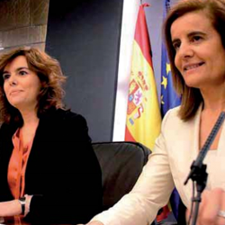 Fotografía de dos integrantes del gobierno del PP en referencia a las novedades tomadas en la reforma laboral en cuanto a despidos y contrataciones