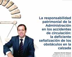 La imagen muestra una fotografía del abogado de HispaColex servicios jurídicos, Alejandro Román Márquez, en su artículo doctrinal sobre la responsabilidad patrimonial de la administración en los accidentes de circulación: la deficiente señalización de los obstáculos en la calzada
