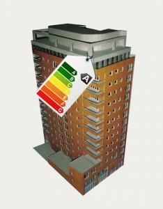 Imagen de un edificio con una etiqueta de certificación de eficiencia energética de los edificios