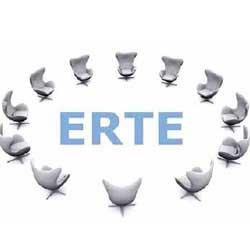Imagen con el logotipo de ERTE en el centro y rodeado de sillas