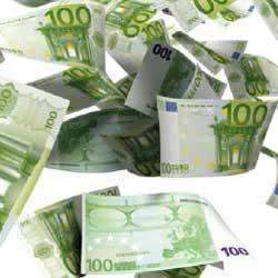 fotografía de billetes de cien euros que hacen referencia a los delitos societarios