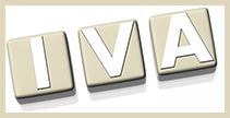 Dibujo en el que aparecen en tres fichas las letras IVA