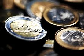 Fotografía de varias monedas de euro en relación al criterio de caja en el IVA