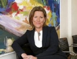 Carmen-Moreno-se-incorpora-a-la-directiva-de-AJE-como-Responsable-de-Asuntos-Jurídicos-220x169