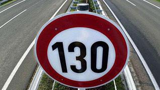 Señal de tráfico de 130 kilómetros/hora en relación a la nueva ley de tráfico