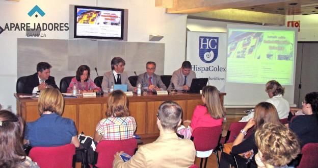 Miembros de HispaColex y del Colegio de Aparejadores de Granada en la Jornada sobre la rehabilitación urbana
