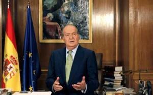 Fotografía del Rey de España en su despacho en relación con su abdicación