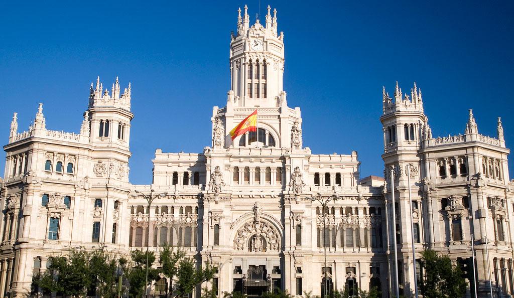 Edificio de la administración en Madrid en relación con la reclamación de intereses de demora a la administración