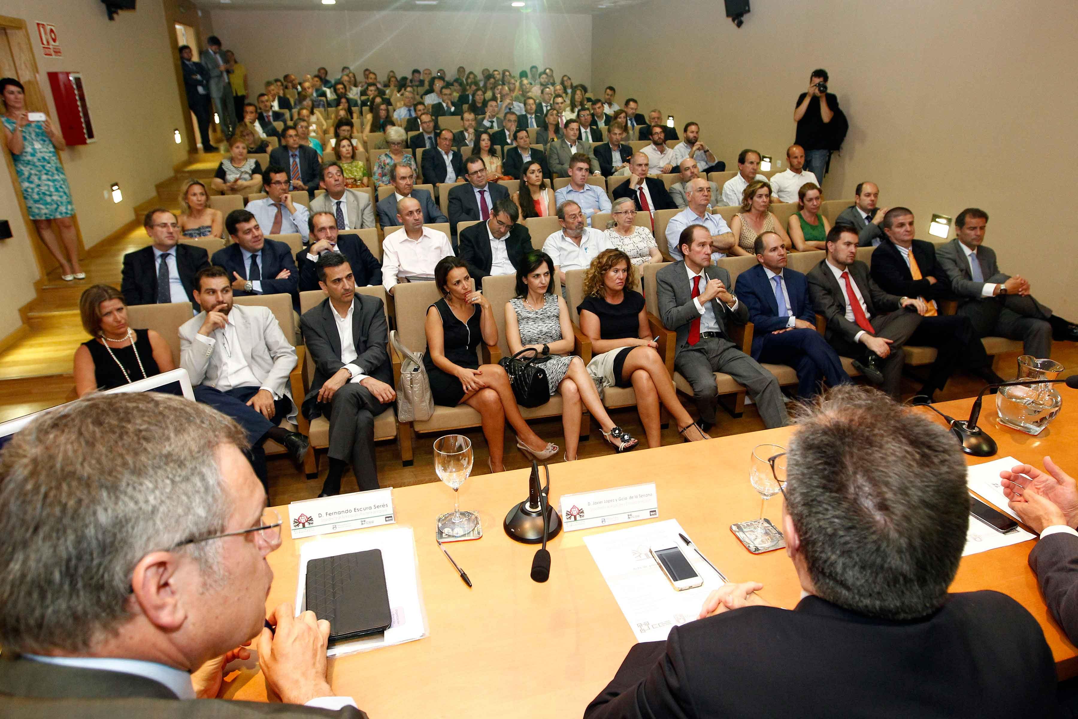 Mas-de-un-centenar-de-empresarios-en-la-presentacion-de-la-Asociacion-Granadina-de-la-Empresa-Familiar