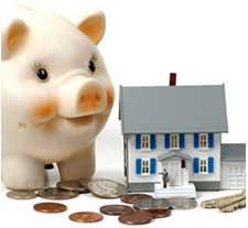 Una ucha de un cerdo junto a una casa en referencia a los impuestos en alquileres