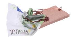 Una trampa para ratones que ha atrapado un billete de cien euros. La imagen está relacionada con las retenciones a ciertos profesionales