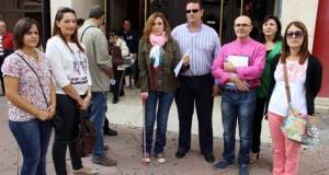 Algunos de los opositores sin plaza de los Hospitales de Alcalá la Real y Loja en los juzgados de la Caleta de Granada
