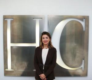 La abogada y socia de HispaColex, Raquel Ruiz, en las oficinas de Granada de HispaColex