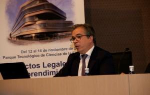 """Javier López Garcia de la Serrana realizando su exposición """"Get Out of the building"""" en el Congreso Científicos Emprendedores"""