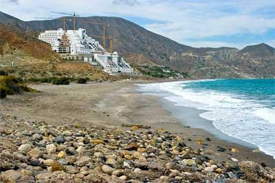 El popular caso de un Hotel en Almería que incumple la Ley de Costas
