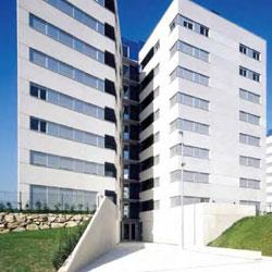 Unos edificios de la construcción en relación con la responsabilidad penal por apropiaciones indebidas en el sector