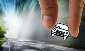 La simulación de un coche que circula deprisa por una carretera en relación con la reforma del sistema de valoración en accidentes de circulación