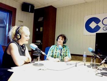 La abogada de HispaColex, Elena Nogueras en las instalaciones de cadena COPE Granada para el programa radiofónico