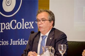 Javier López y García de la Serrana, director de HispaColex, realizando su ponencia en la Jornada de Responsabilidad Penal de las Empresas