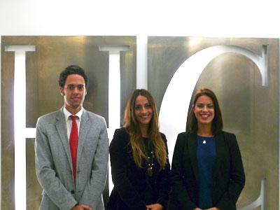 Carmen Reyes Vargas, abogada de HispaColex, junto a sus compañeros Gerardo Ruiz-Rico y Sandra Galvez ambos miembros de HispaColex