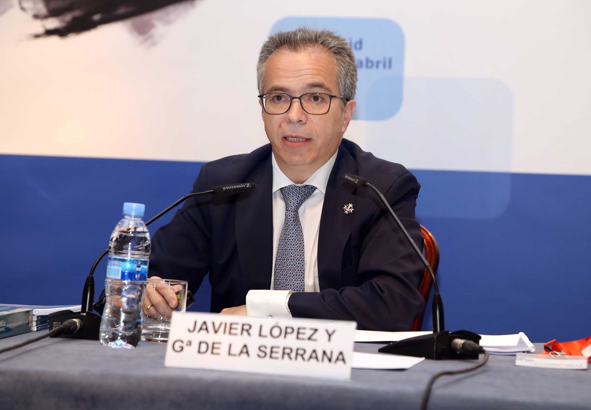 El director de HispaColex, Javier López y Garcia de la Serrana exponiendo en el XXX Congreso de Derecho de Circulación